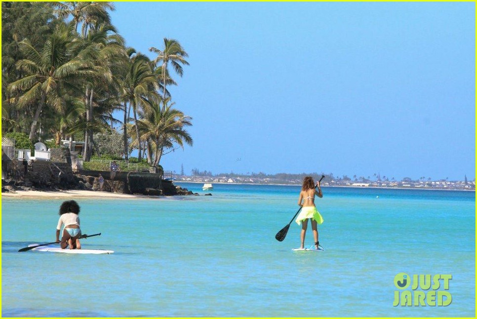 rihanna topless hawaii 113