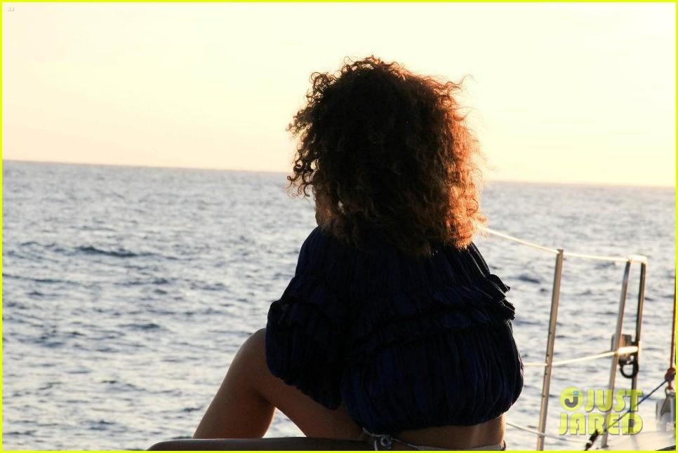 rihanna topless hawaii 1162649945