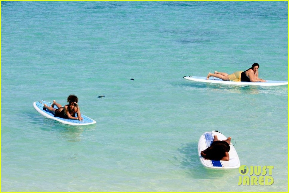 rihanna topless hawaii 141