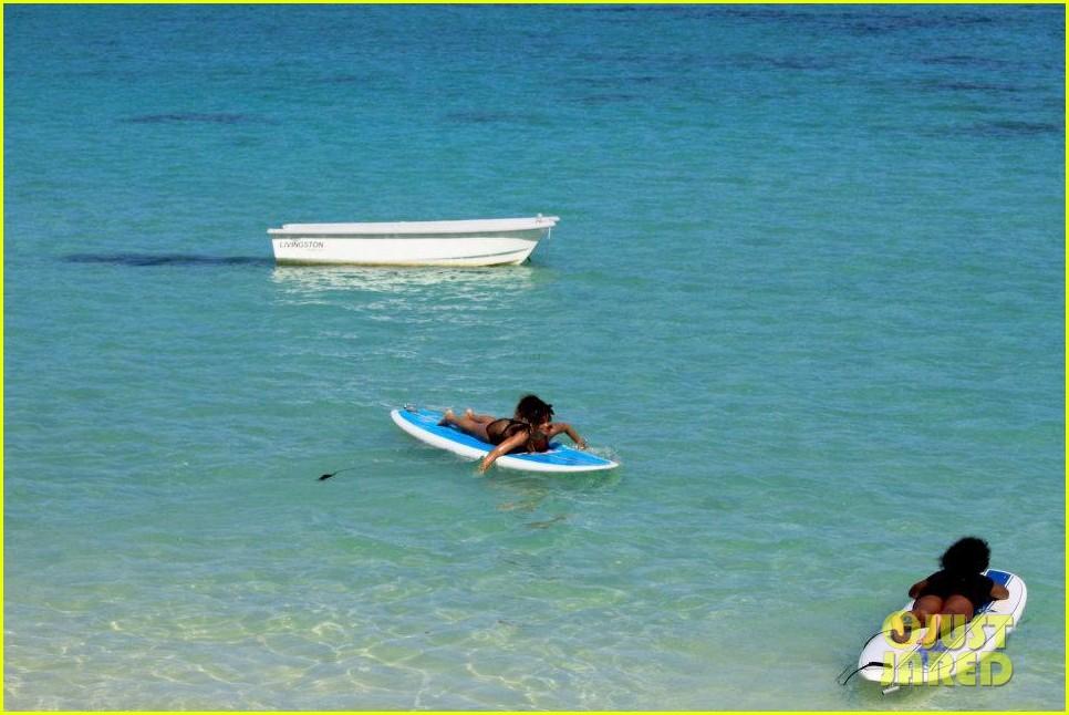 rihanna topless hawaii 142