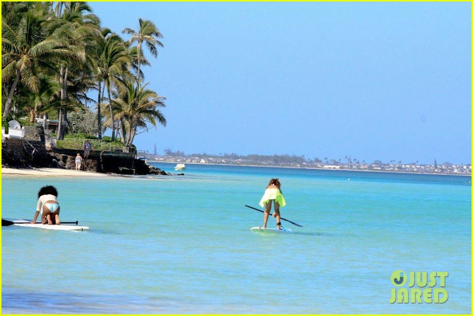 rihanna topless hawaii 146