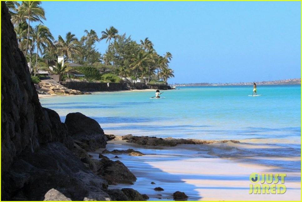 rihanna topless hawaii 1592649988