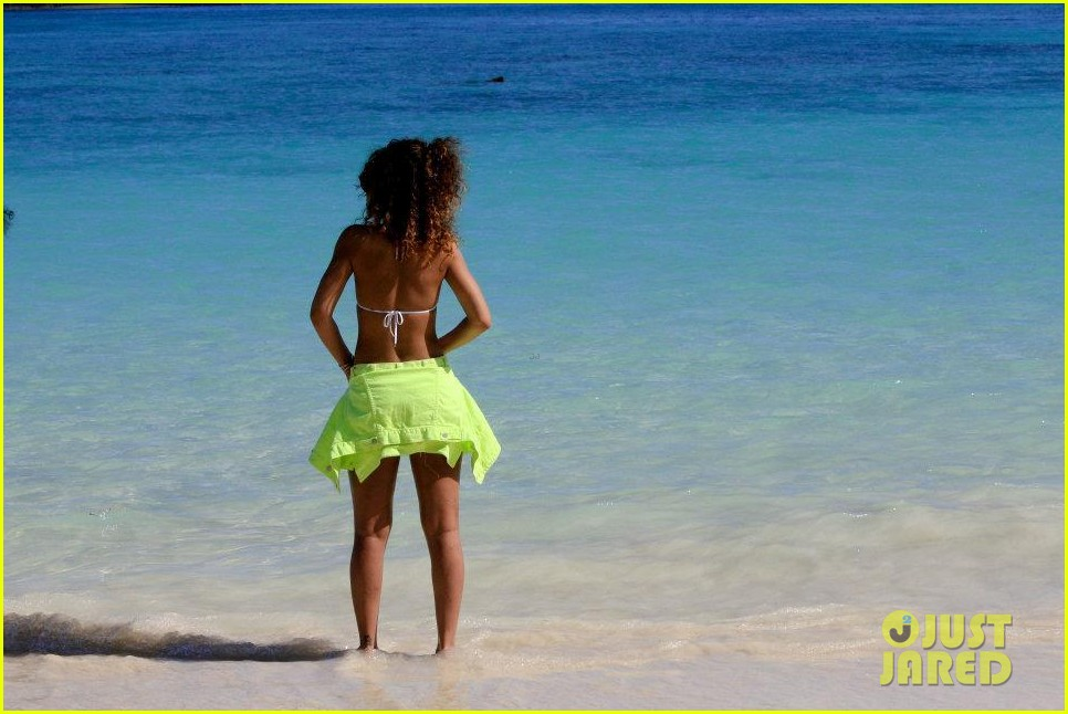 rihanna topless hawaii 1602649989
