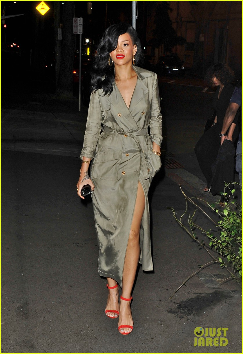 rihanna trench coat 102647693