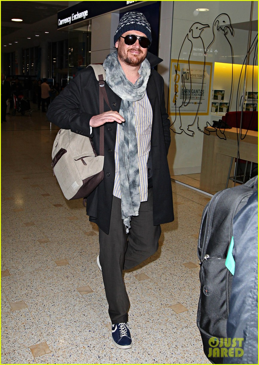 jason segel landing in sydney 022655285