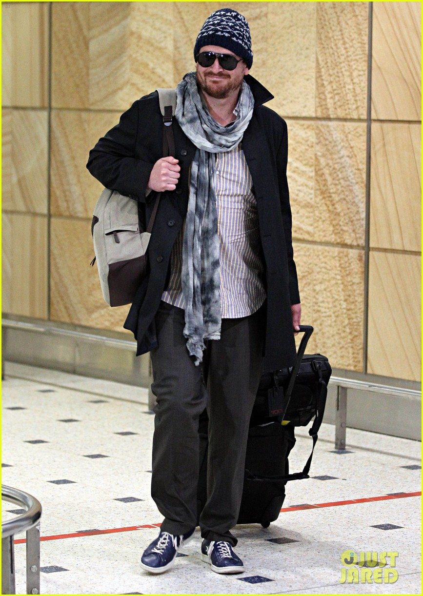 jason segel landing in sydney 10