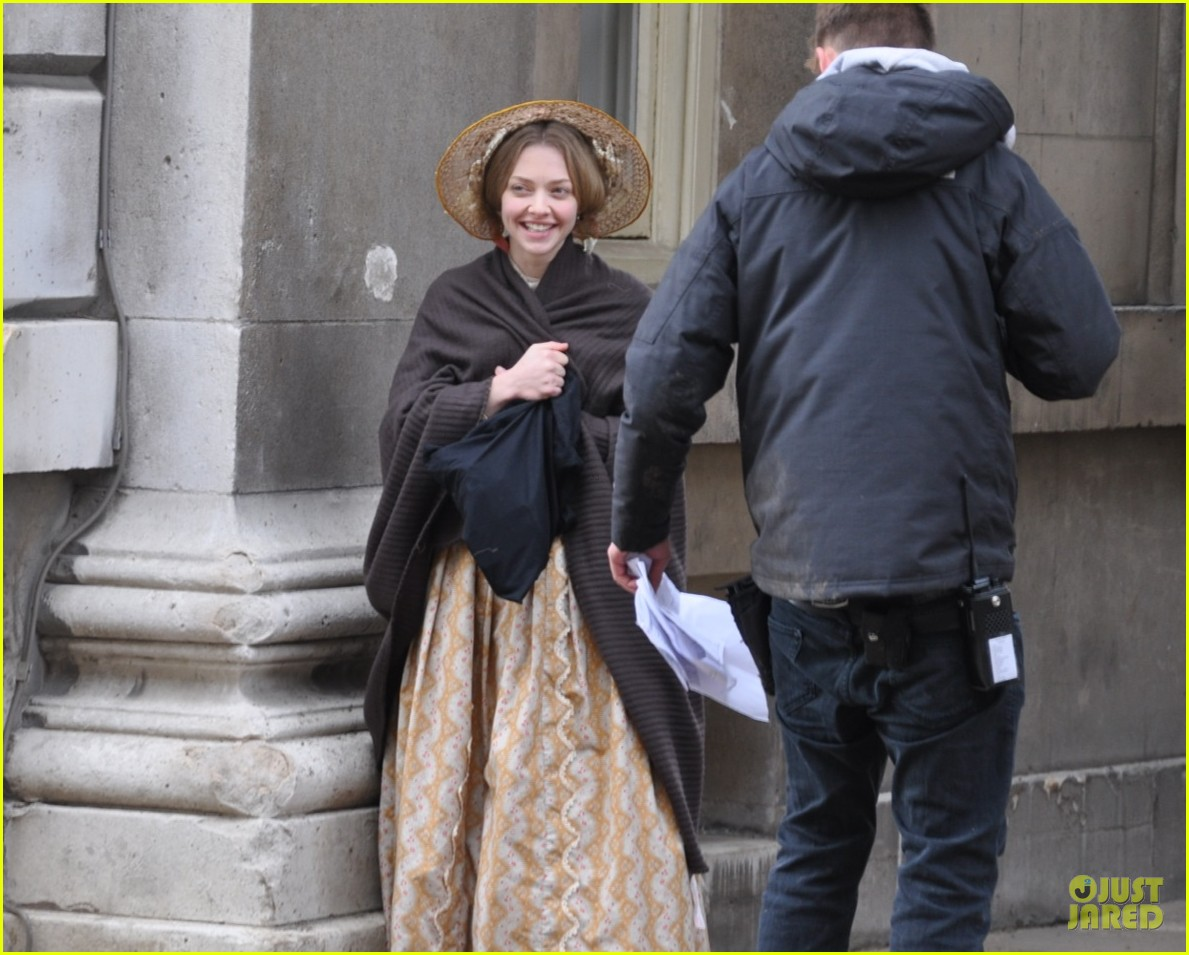 amanda seyfried cosette first look 04