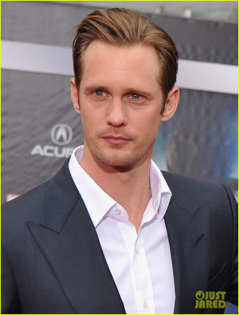alexander skarsgard avengers premiere with dad stellan 02