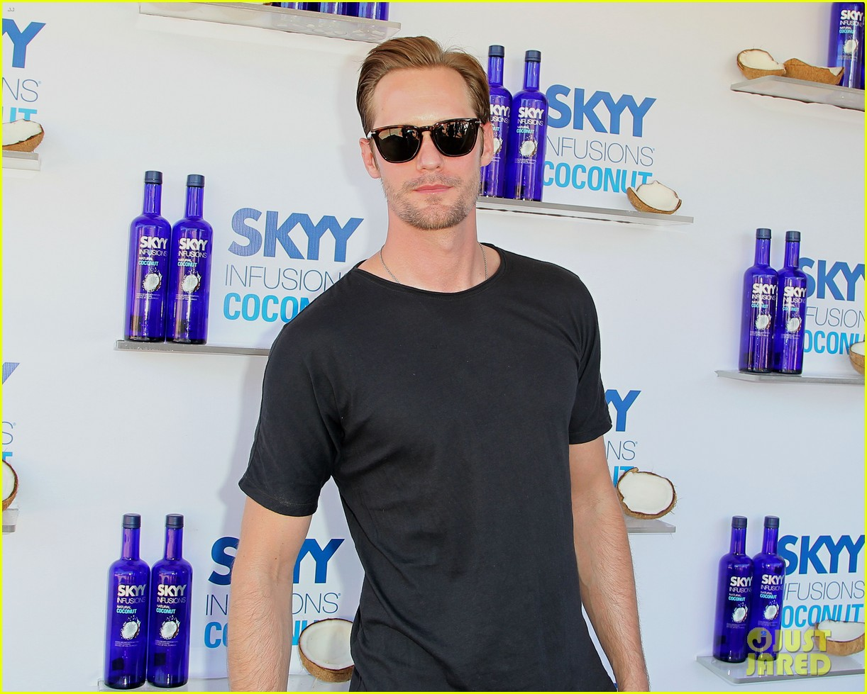 alexander skarsgard skyy escape at coachella 02