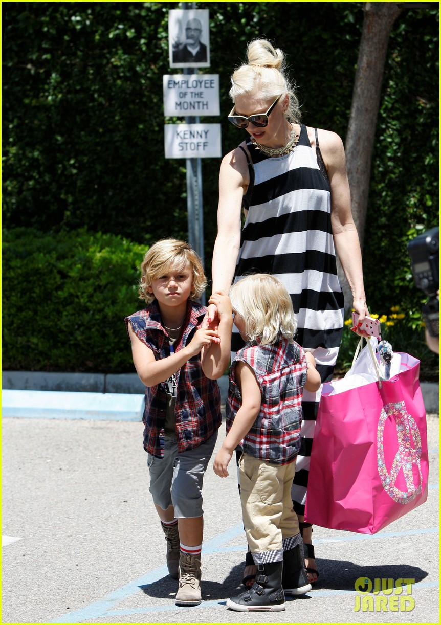 gwen stefani birthday party 01