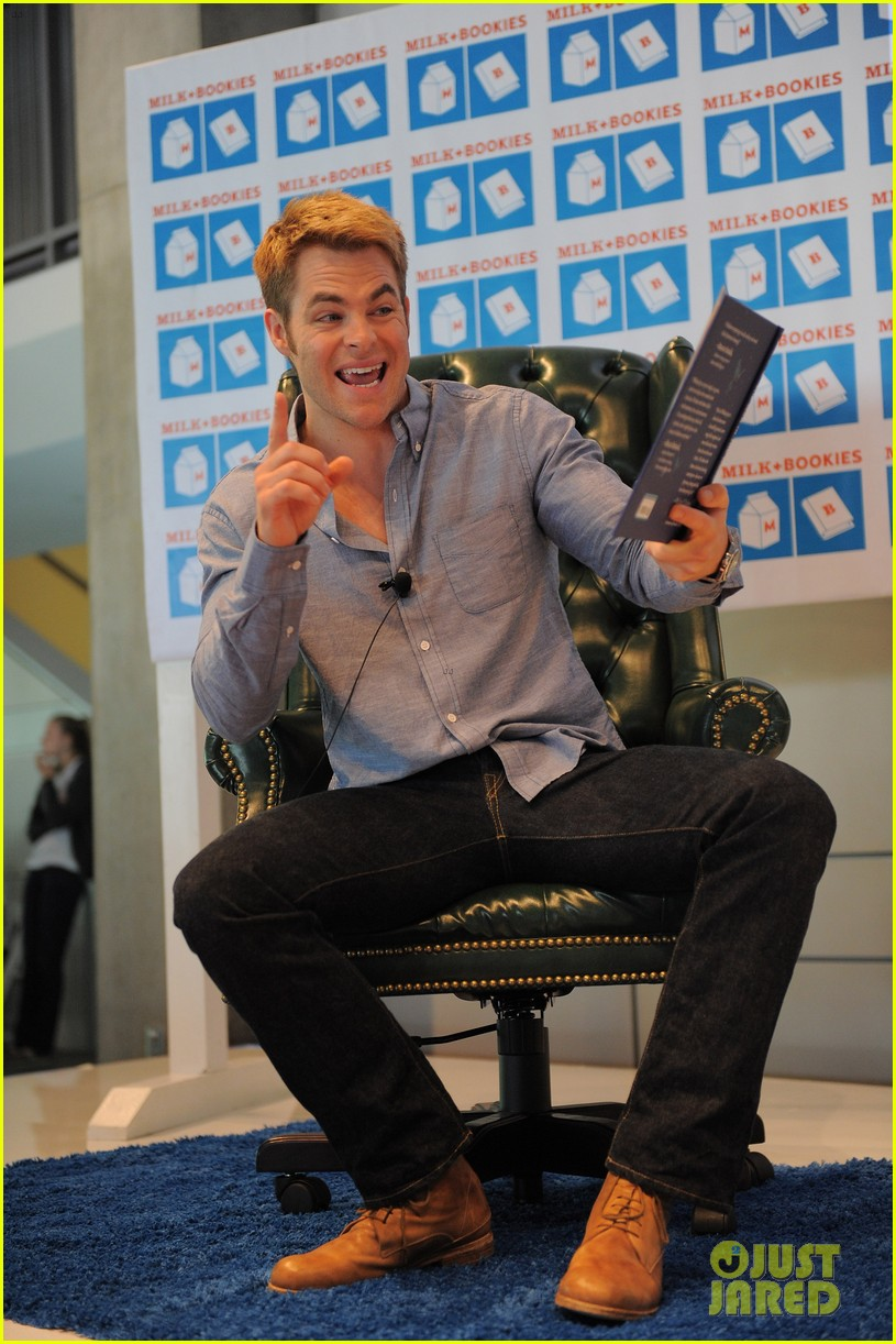 gwen stefani chris pine milk bookies story time 06