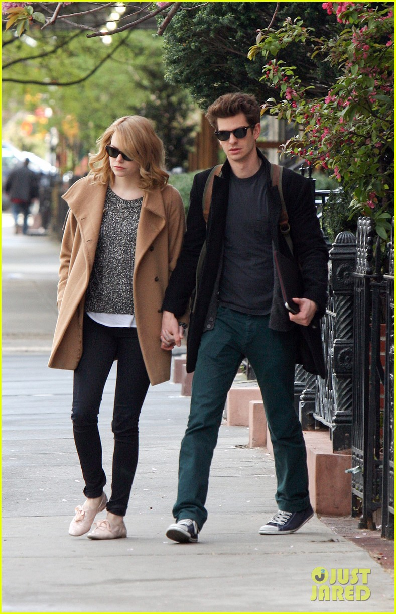 emma stone andrew garfield cuddle close 042648350