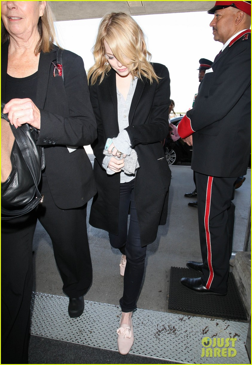 emma stone head down lax 04
