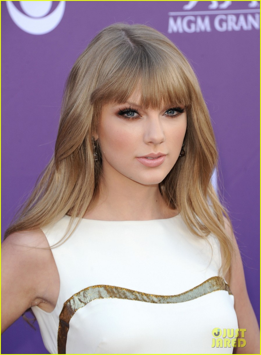 Taylor Swift Acm Awards 2012 Red Carpet Photo 2644317 Taylor Swift Pictures Just Jared