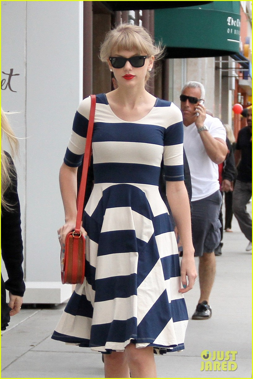 taylor swift shopping in bev hills 04