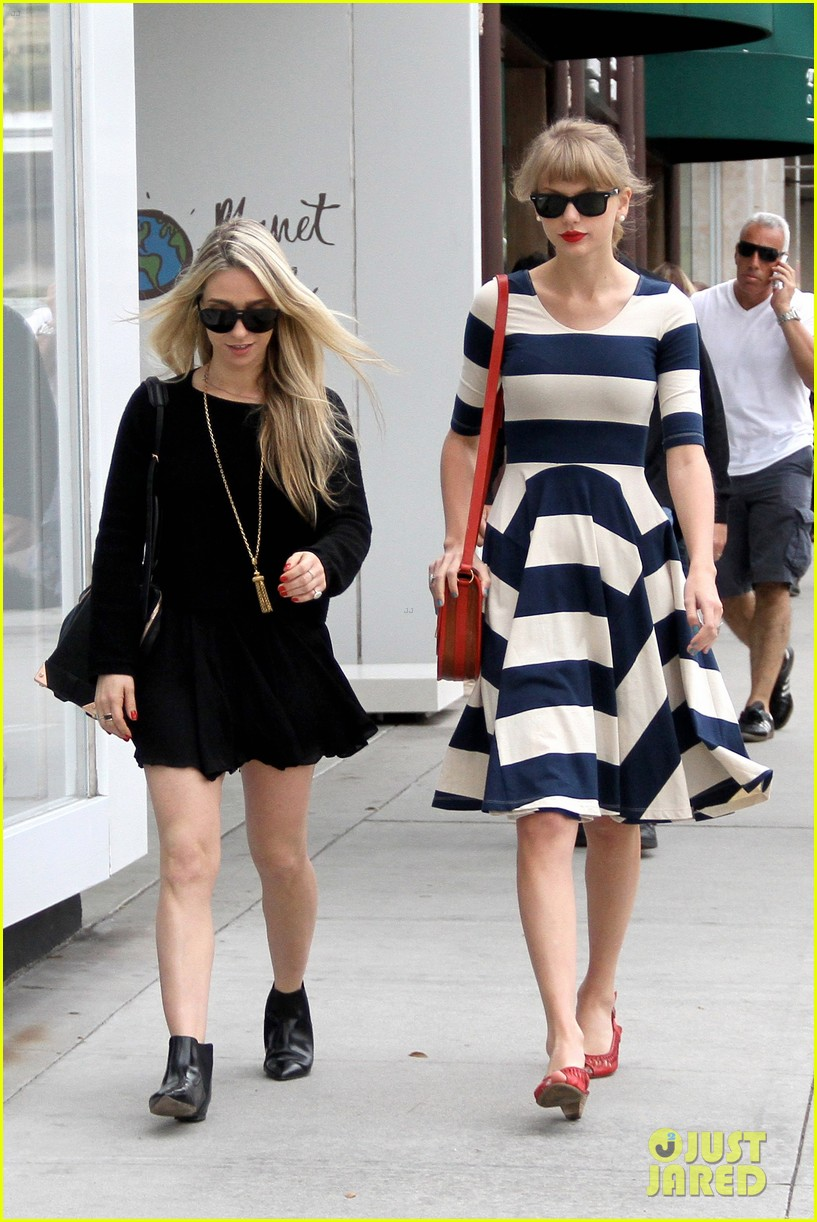 taylor swift shopping in bev hills 052652978