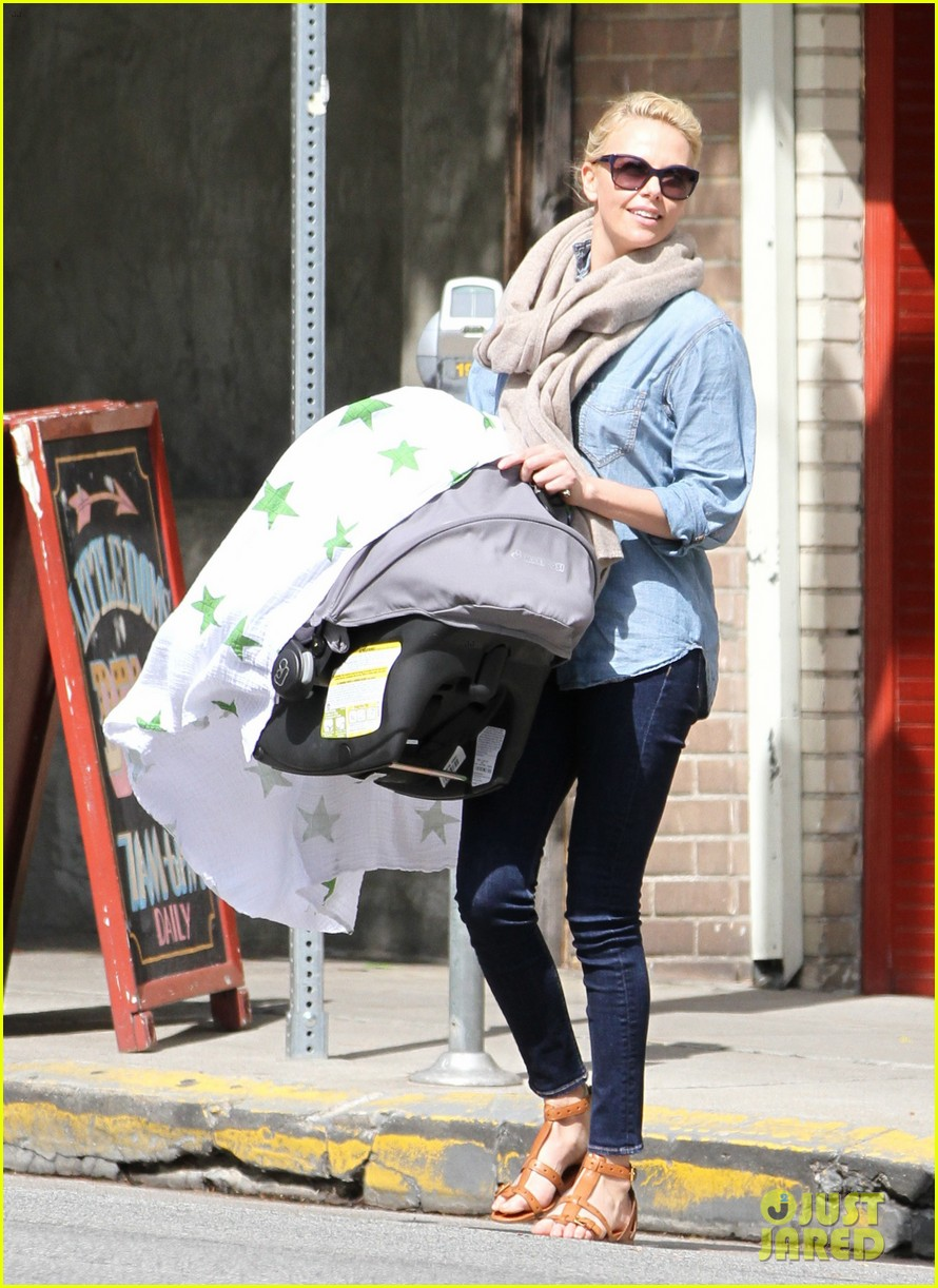charlize theron little doms lunch with baby jackson 082649165
