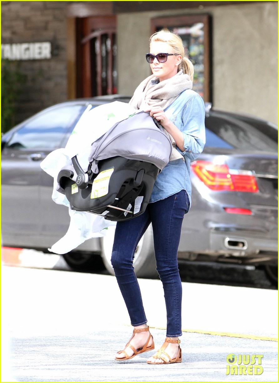 charlize theron little doms lunch with baby jackson 102649167