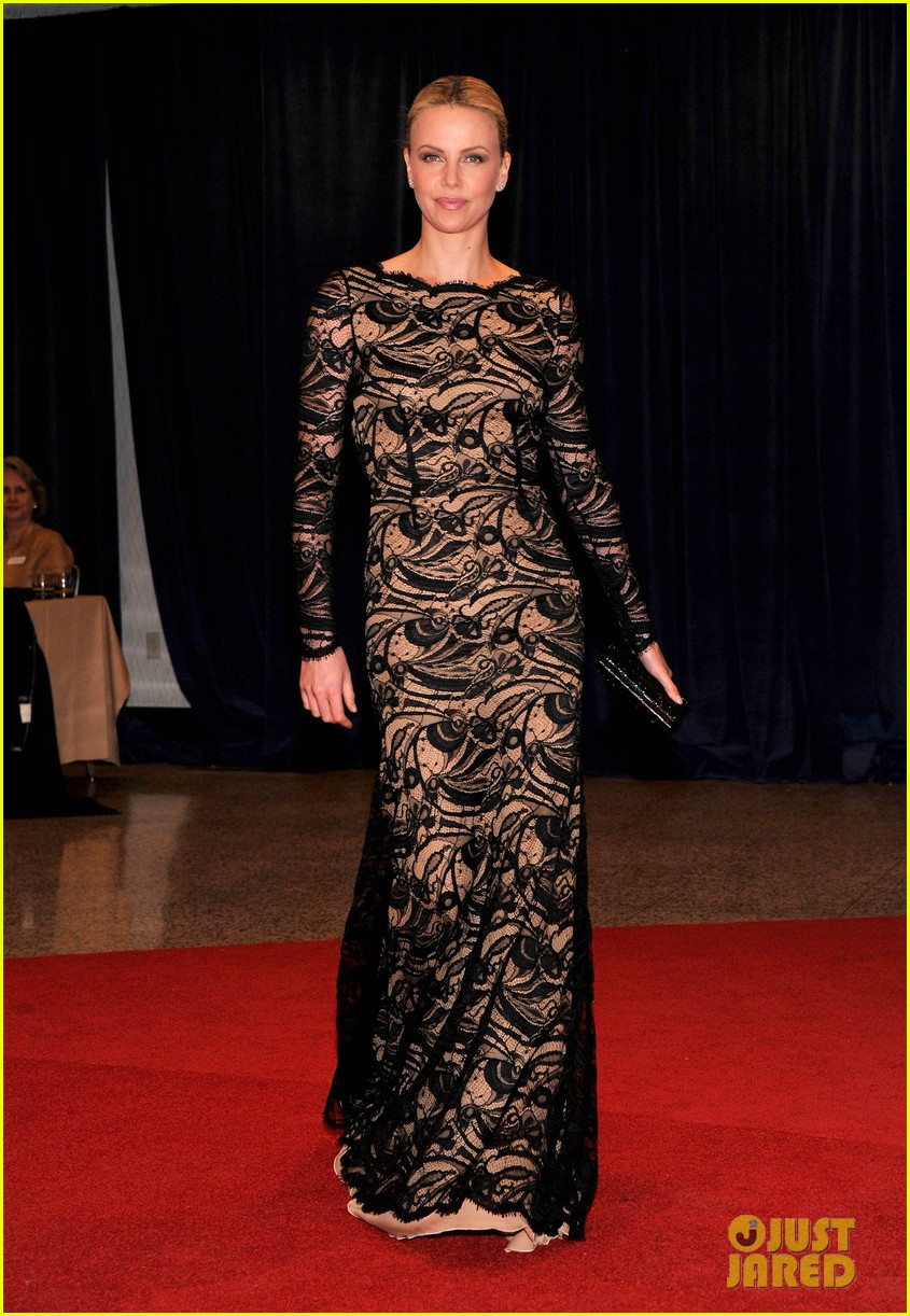 charlize theron white house correspondents dinner 01