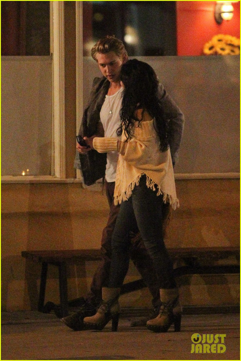 vanessa hudgens austin butler kiss 09