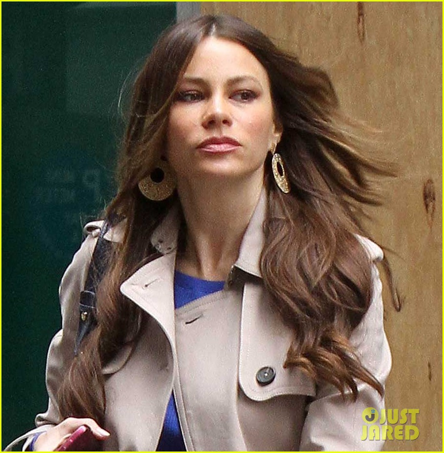 sofia vergara windy hair day 042651743