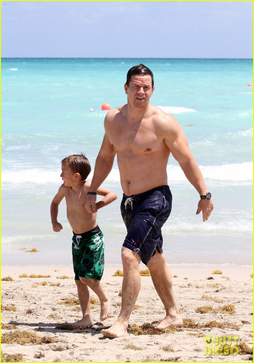 mark wahlberg shirtless in miami with the family 022646814