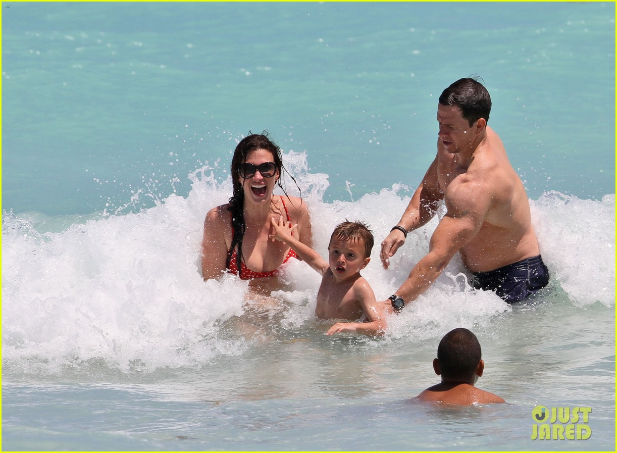 mark wahlberg shirtless in miami with the family 032646815