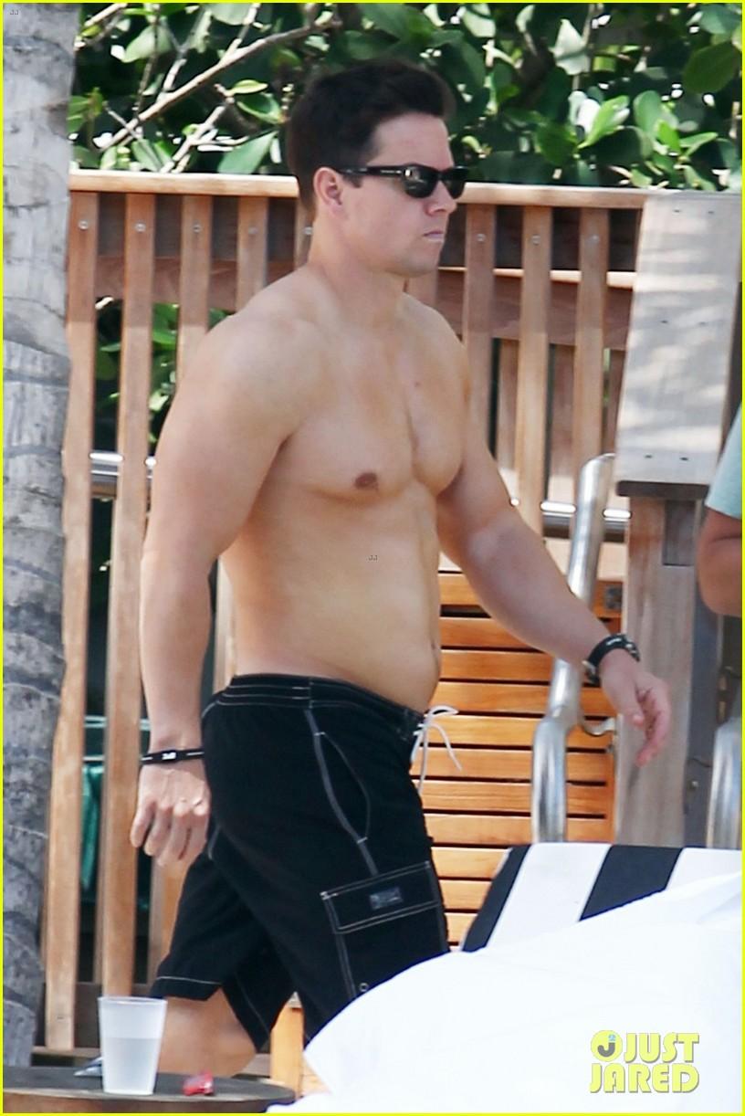 mark wahlberg shirtless pool 012646443
