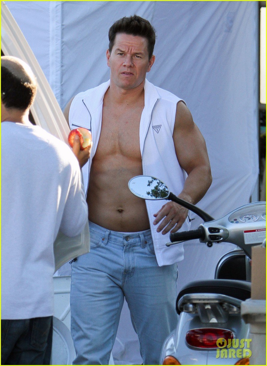 mark wahlberg white vest 022653785