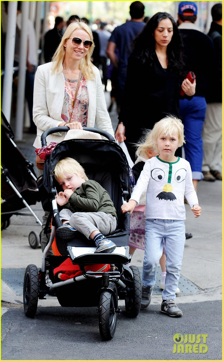 naomi watts kids nyc 022649458