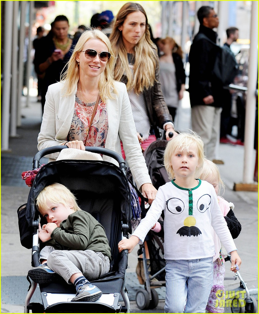 naomi watts kids nyc 032649459