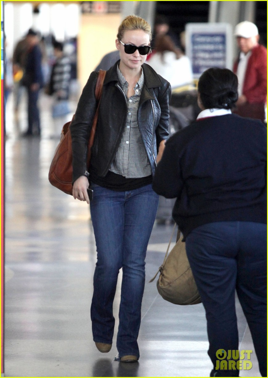 olivia wilde leaves lax 05