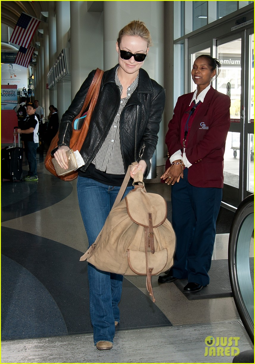 olivia wilde leaves lax 07