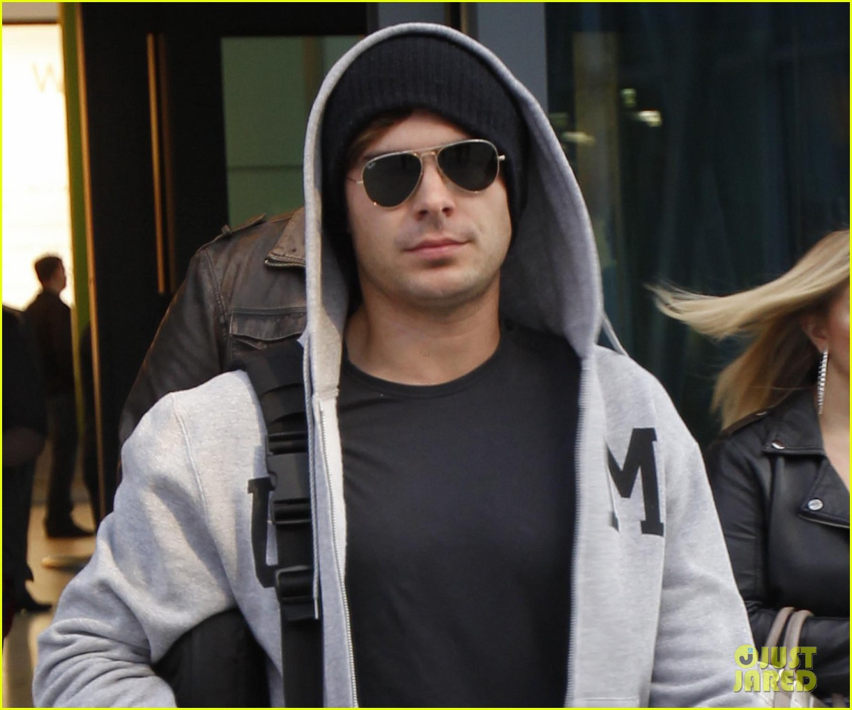 zac efron arrives london 03