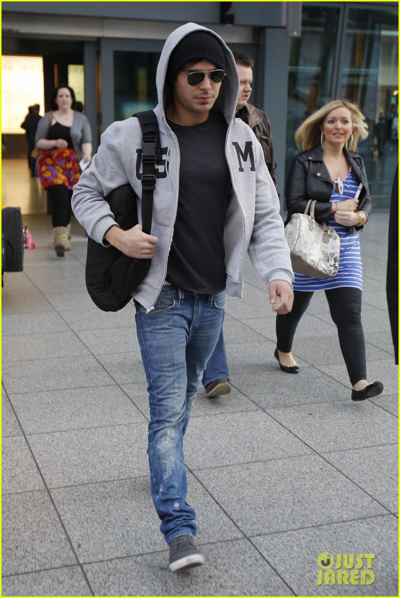 zac efron arrives london 052651690
