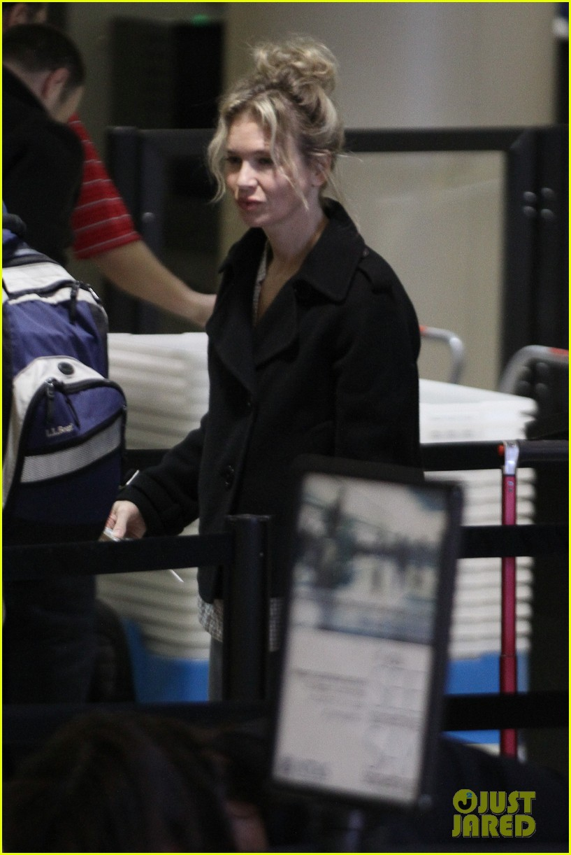 renee zellweger leaving lax 02