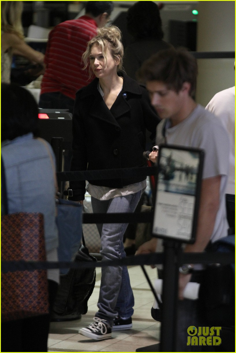 renee zellweger leaving lax 062652370