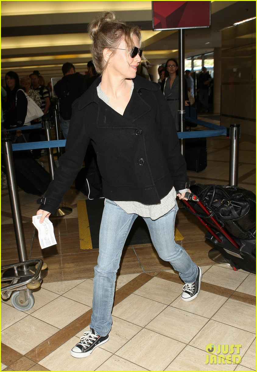 renee zellweger leaving lax 072652371