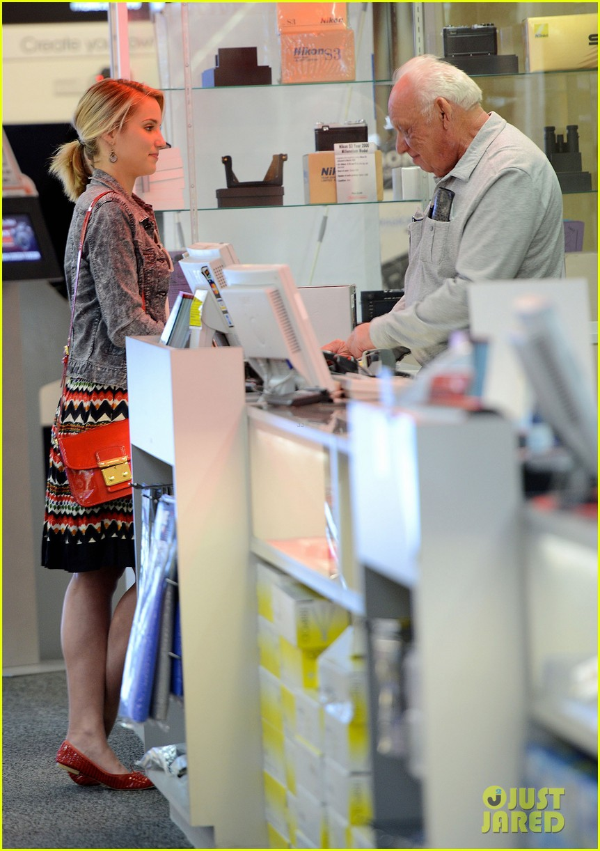 dianna agron camera shopping 06
