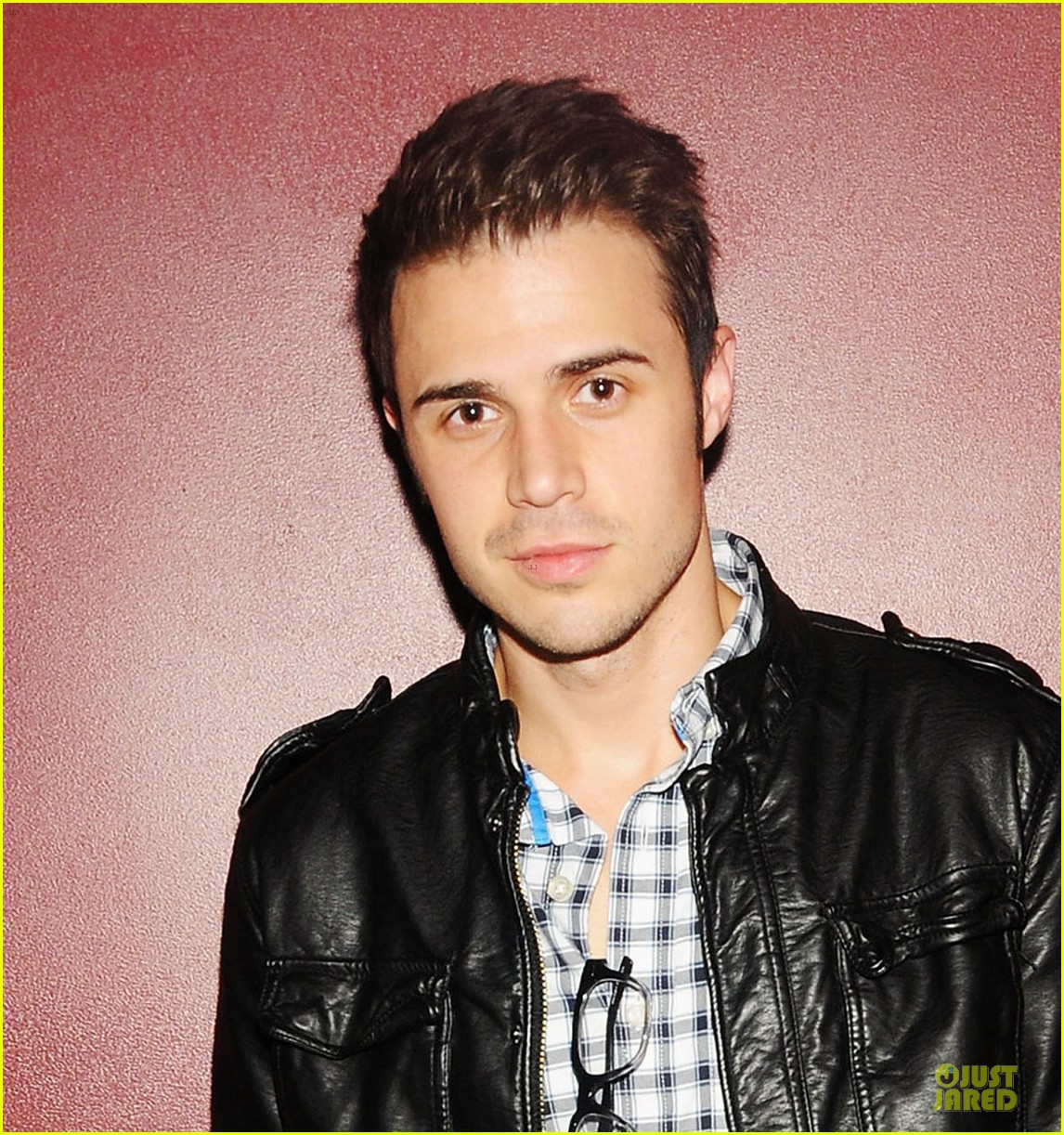 kris allen surprise performance darby 052665814