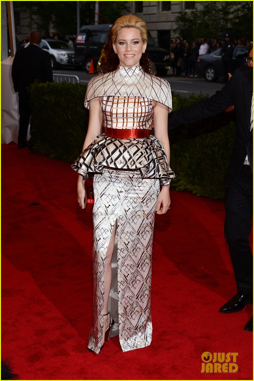 elizabeth banks 2012 met ball 04