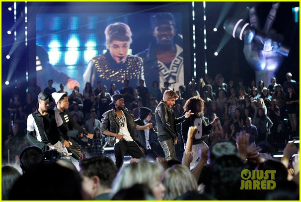 justin bieber performs boyfriend on the voice 102659407