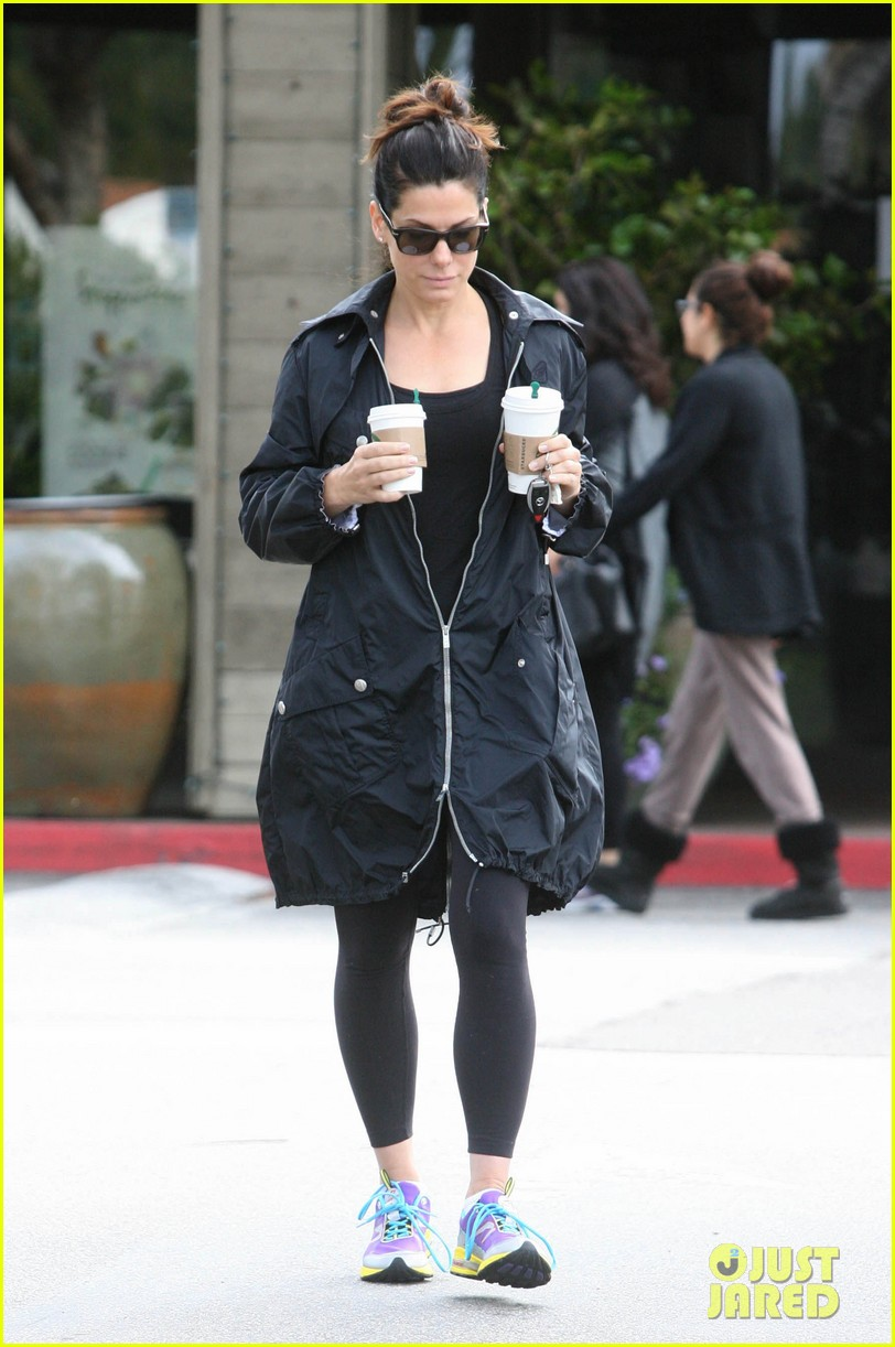 sandra bullock starbucks stop 06
