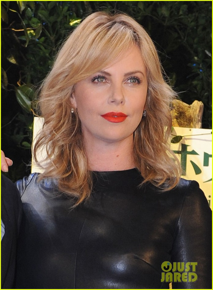 charlize theron snow white huntsman japan 04