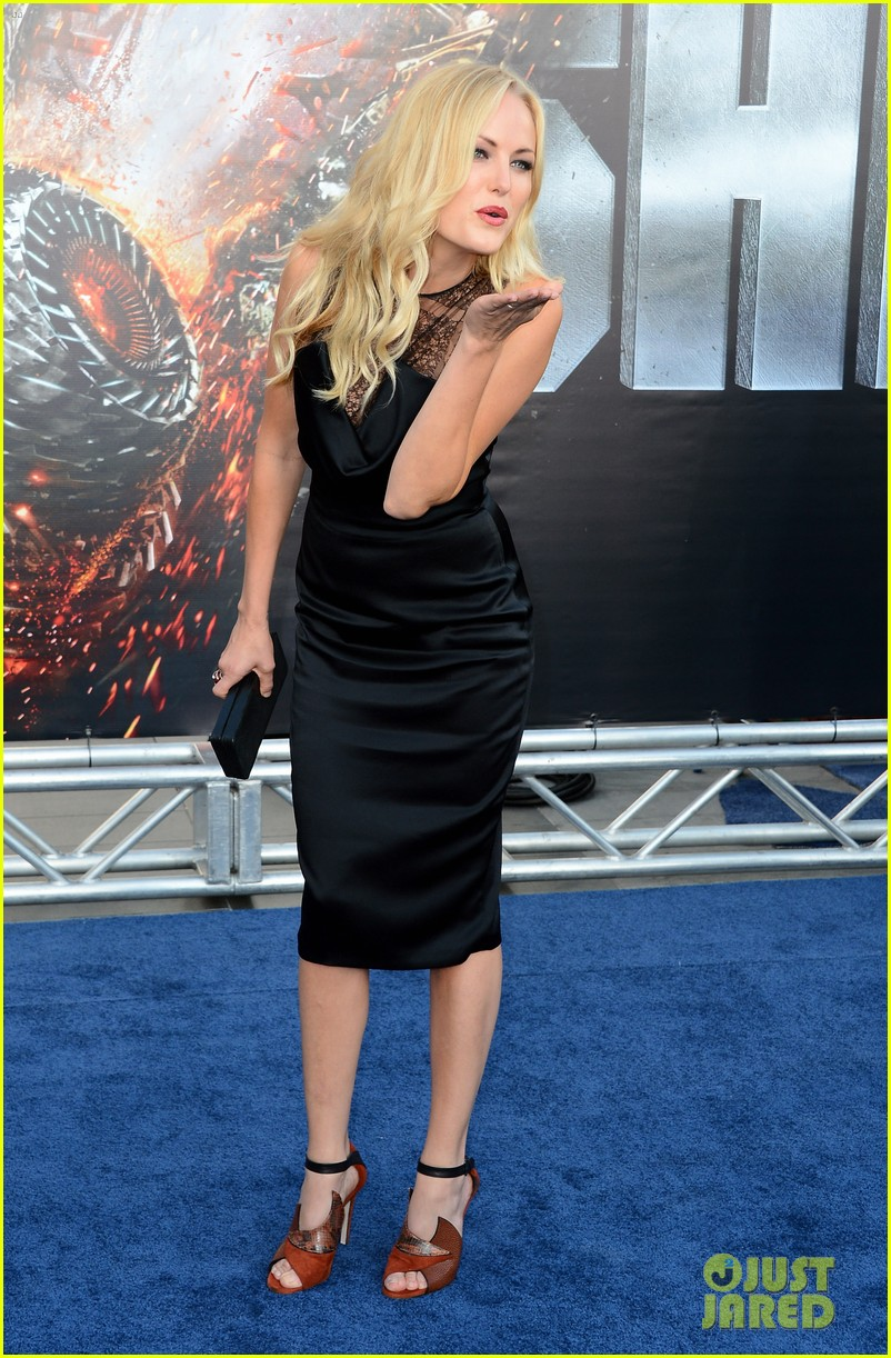 brooklyn decker taylor kitsch battleship premiere 052660215