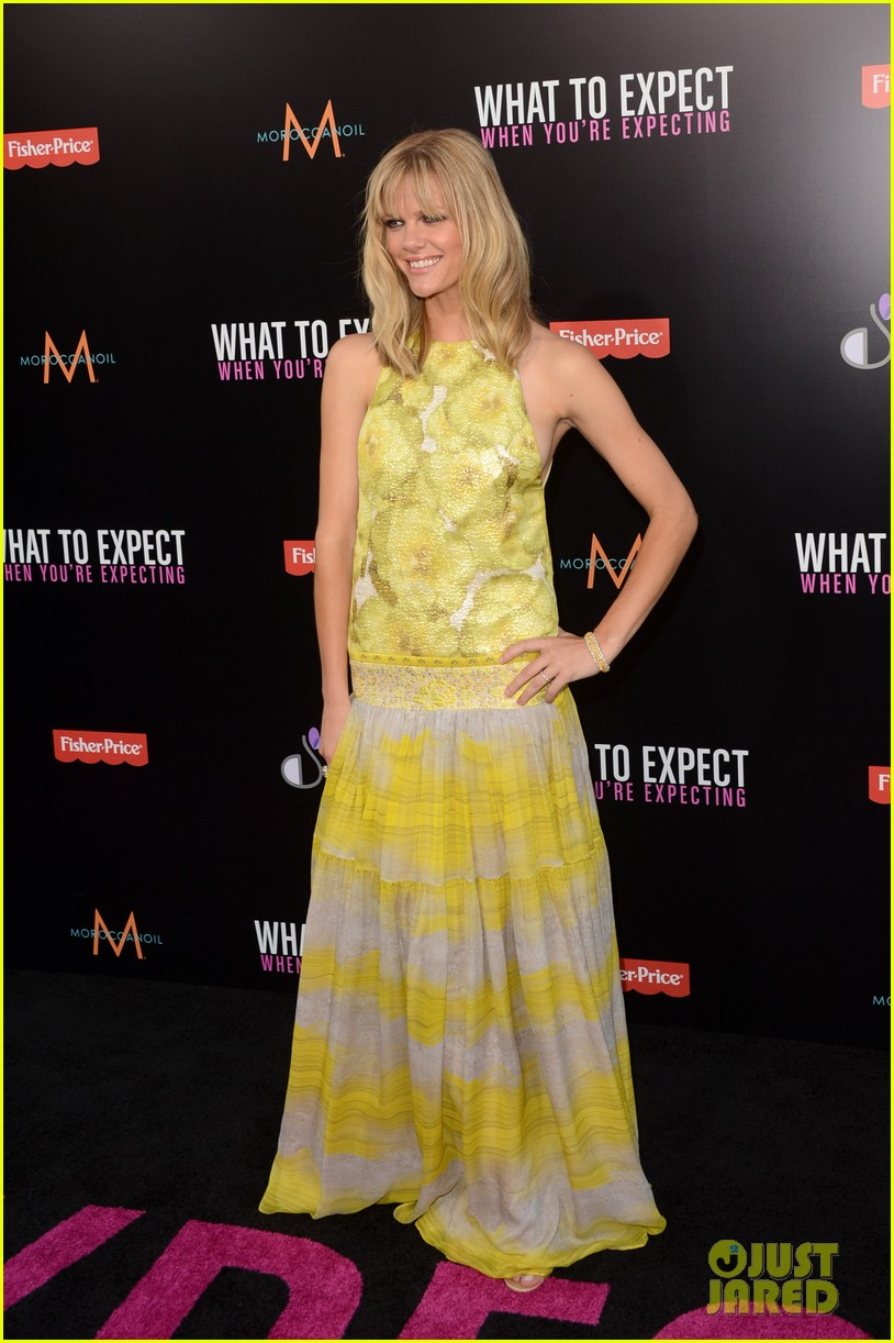 brooklyn decker elizabeth banks what to expect premiere 05