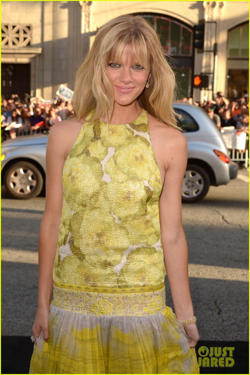 brooklyn decker elizabeth banks what to expect premiere 072662068