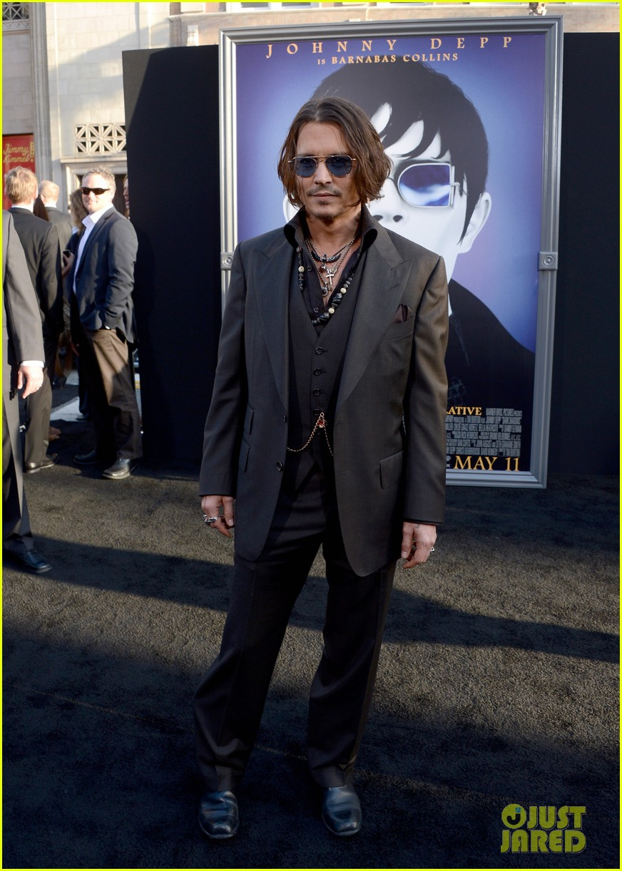 johnny depp michelle pfeiffer dark shadows premiere 032658785