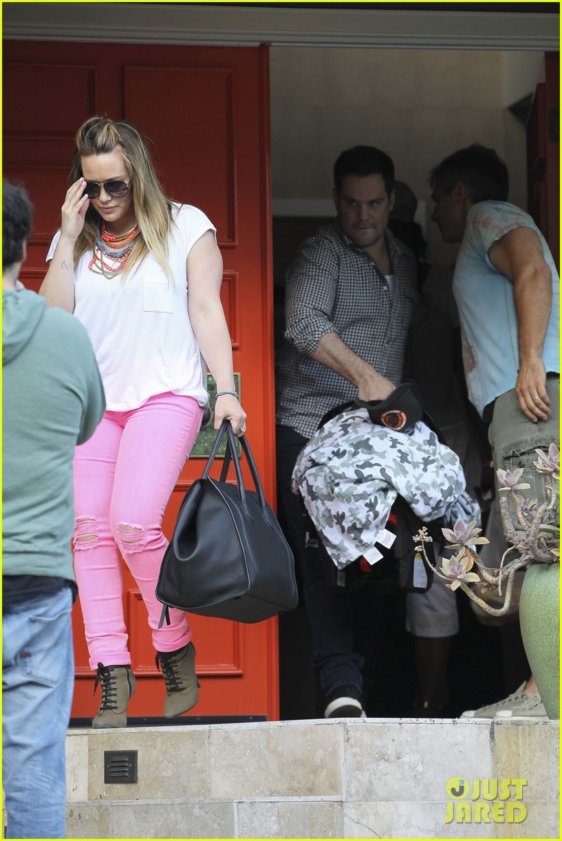 hilary duff house party with family 11
