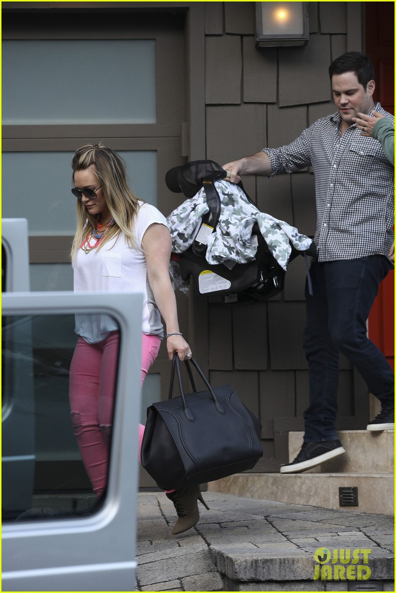 hilary duff house party with family 12